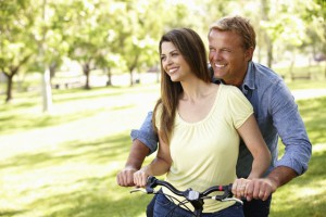 Eine glückliche Partnerschaft ist für die meisten Männer sehr wichtig. Bei Problemen mit der Libido kann eine Testosteron-Substitution helfen. Foto: djd/Testogel/thx