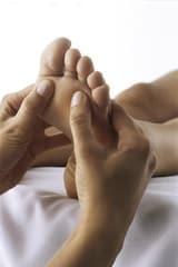 Mit der richtigen Pflege kann man seinen Füßen Gutes tun. Foto: djd/Wörwag Pharma/COLOURBOX