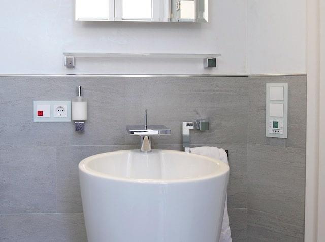 Intelligentes Notrufset in WC und Badezimmer kann Leben retten