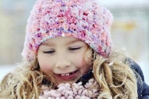 Läuse können sich in die Kopfbedeckung von Kindern verirren - und wandern dann beim Mützentausch von Kopf zu Kopf. Foto: djd/G. Pohl-Boskamp/thx