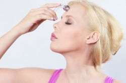 Micro-Needling@Home: professionell wie die Hollywood-Prominenz. Quelle: djd/Walberg