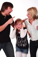 Innerhalb familiärer Konflikte kommen die Bedürfnisse von Kindern und Jugendlichen oft zu kurz. Das kann Reifungskrisen nach sich ziehen. Foto: djd/Hemera Klinik GmbH/© klickerminth - Fotolia.com