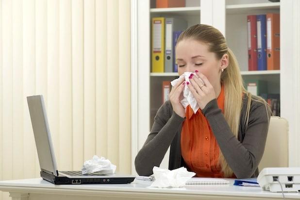 Ein Zinkmangel kann das Immunsystem schwächen - Erkältungserreger haben dann ein leichtes Spiel. Foto: djd/Wörwag Pharma/thx