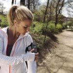 Beim aktiven Sport tragen Fitness- und Health-Gadgets dazu bei, persönliche Ziele zu erreichen und die Motivation auf einem hohen Level zu halten. Foto: djd/E-Plus Gruppe/thx