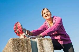 Vor und nach dem Training sollte man dem Körper einige Dehnübungen gönnen. Foto: djd/Traumeel/Corbis