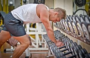 Wer sich bei intensivem Training richtig ausgepowert hat, sollte seinem Körper danach genügend Zeit zur Regeneration geben. Foto: djd/CH-Alpha Sport/theartofphoto - Fotolia