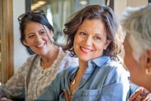 Sich trotz Wechseljahresbeschwerden gut fühlen - eine individuell abgestimmte Hormontherapie kann dabei helfen. Foto: djd/Gynokadin/R.Faure