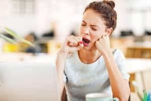 Schlafstörungen machen nicht nur müde, sondern können sogar die Anfälligkeit für Krankheiten erhöhen. Foto: djd/Neurexan/Getty