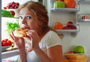 Neben Kälte, Hitze, UV-Strahlung und Stress gehören auch bestimmte Lebensmittel, Gewürze und Getränke die Rosacea verstärken.