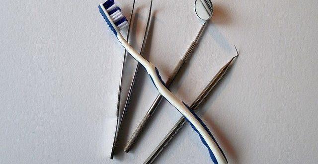 Beugen Sie mit einer professionellen Zahnreinigung Karies, Zahnstein und Co vor