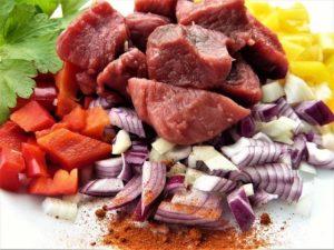 Für einen gesunden Stoffwechsel benötigt der Körper Eisen. Eisen ist in vielen Lebensmitteln enthalten.