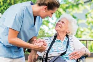 Für Pflegekräfte ist der Einsatz bei den Patienten sowohl eine mentale als auch eine körperliche Herausforderung.