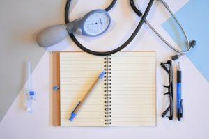 Ein Arzt hat alltäglich mit vielen unterschiedlichen Herausforderungen zu kämpfen.