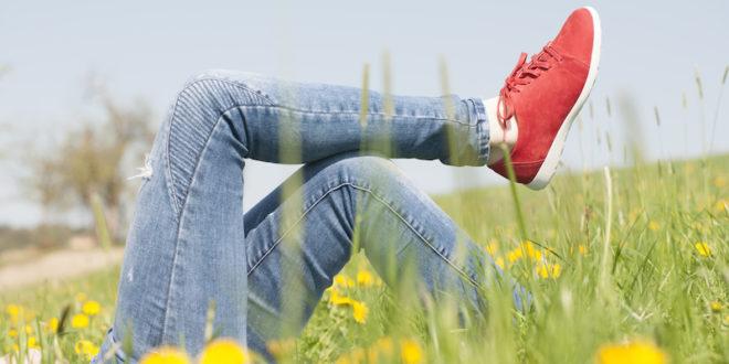 Bestimmte Schuhe können sogar einen Trainingseffekt haben. Sogenannte Aktiv-Schuhe unterstützen nicht nur das natürliche Gehen, sondern aktivieren beim Gehen auch die Muskulatur.